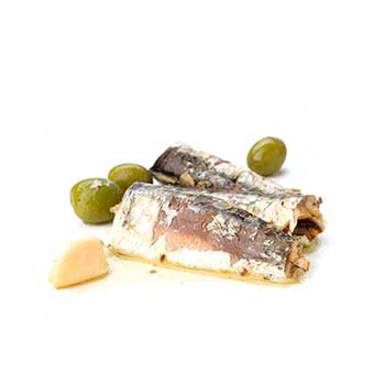 olives and 2 pieces of fish